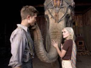Pattinson and Witherspoon in Water for Elephants.